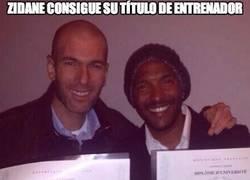 Enlace a Zidane consigue su título de entrenador