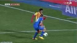 Enlace a GIF: Me duele hasta a mí cómo se ha lesionado Neymar contra el Getafe