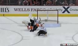 Enlace a GIF: El Courtois del Hockey sobre hielo