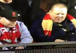 Enlace a GIF: ¿Que se cae un jugador del Aston Villa?, pues aprovecho para hacerle una foto