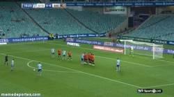 Enlace a GIF: Golazo de falta de Del Piero en Australia. La calidad sigue intacta