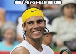 Enlace a Le gana 7-6 7-5 7-6 a Nishikori