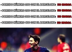 Enlace a Leo Messi y la maldición de marcar en partidos redondos