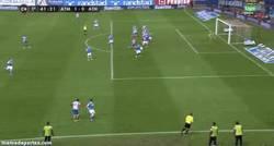 Enlace a GIF: Mientras estais ocupados con Rosell, Falcao y el Madrid de basket, Godín adelanta al Atlético