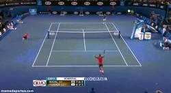 Enlace a GIF: Y con este punto Nadal pasaba a la Final del Open de Australia