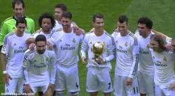 Enlace a GIF: Vale Herrerín, ven aquí y tómate la foto, pero no te marques un Sergio Ramos