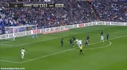 Enlace a GIF: No se marcó la chilena, pero al menos se marca este buen gol