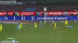 Enlace a GIF: Esto no se ve siempre, gol de Raul Albiol al Chievo