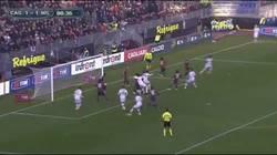 Enlace a GIF: El gol de Pazzini al más puro estilo Ibra que le daba la victoria al Milan