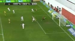 Enlace a GIF: El casi gol de Diego Costa era gol en propia puerta. Sigue intentándolo, Diego