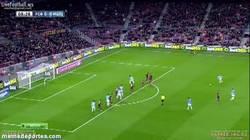Enlace a GIF: Gran parada de Víctor Valdés tras lanzamiento de Duda. Víctor ¿estás seguro que quieres irte?