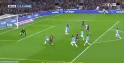 Enlace a GIF: Gol de Pedro, que se pone pichichi del Barça en Liga