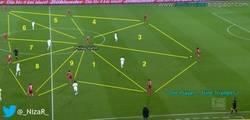 Enlace a El esquema de Guardiola en el Bayern con su epicentro en Lahm