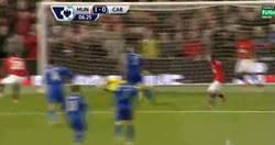Enlace a GIF: Van Persie vuelve de su lesión, gol al Cardiff