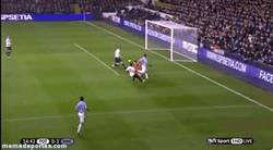 Enlace a GIF: Este tío no hay quien lo pare, gol de Agüero vs tottenham