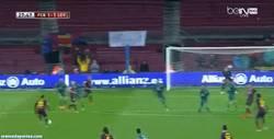 Enlace a GIF: Golazo de Adriano que empata para el Barça