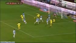 Enlace a GIF: Golazo de Higuain a la Lazio que le da el pase a semifinales en la Tim Cup al Napoli