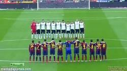 Enlace a GIF: Un minuto de silencio para Luis Aragonés