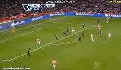 Enlace a GIF: ¡Vaya asistencia de Cazorla! Gol de Alex Oxlade al Crystal Palace