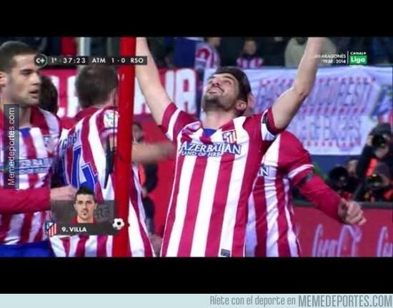259309 - David Villa le dedica su gol a Luis Aragonés levantando las manos al cielo