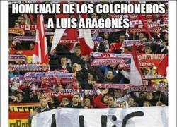 Enlace a Homenaje de los colchoneros a Luis Aragonés