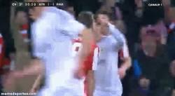 Enlace a GIF: La agresión de Cristiano Ronaldo. Roja y a la calle