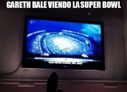 Enlace a Gareth Bale viendo la Superbowl