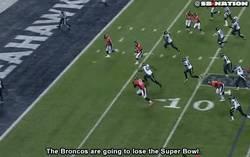 Enlace a GIF: Por cosas como esta perdió Broncos la Super Bowl