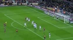 Enlace a GIF: El palo dice NO al primero del Barcelona, perfecta ejecución de Messi