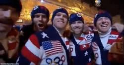 Enlace a GIF: Épico bigote el del entrenador de esquí de Estados Unidos, TJ Lanning