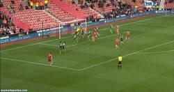 Enlace a GIF: Golazo de Lambert de falta al Stoke