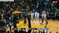 Enlace a GIF: Triple de LeBron a falta de una décima que le dió el triunfo a los Heat