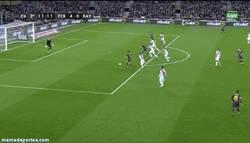 Enlace a GIF: Gol de Pedro tras jugadón del Barça