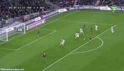 Enlace a GIF: Gol histórico de Messi, que iguala a Raúl como 3er máximi goleador