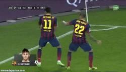 Enlace a GIF: Baile de Neymar y Alves, se nota que no estaba Puyol para pararlos