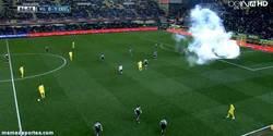 Enlace a GIF: Así fue cuando tiraron el gas lacrimógeno en el Madrigal