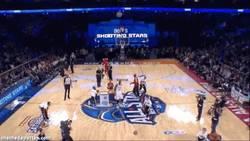 Enlace a GIF: Canastón de Durant en el concurso de tiro por equipos