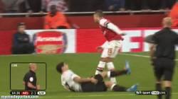 Enlace a GIF: El penalti que se ha comido Webb. Suárez, ¿no exageras un poco?