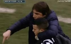 Enlace a GIF: Conte defendiendo a Giovinco de los pitidos, ¡esto es un entrenador!