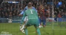 Enlace a GIF: Gol de Dani Alves que sentencia el partido ¿y la eliminatoria?