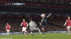 Enlace a GIF: Y desde este momento, el Arsenal está con 10