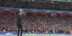 Enlace a GIF: Wenger no disimules, que los tenías por corbata (viendo cómo Alaba falla)