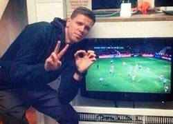 Enlace a Wojciech Szczęsny también celebrando el resultado en Londres