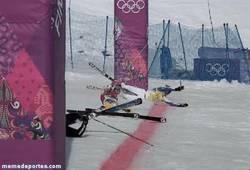 Enlace a GIF: El mejor photofinish posible para la final de esquí en Sochi