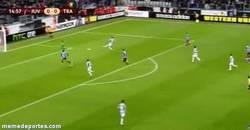 Enlace a GIF: Primer gol de Osvaldo con la Juventus