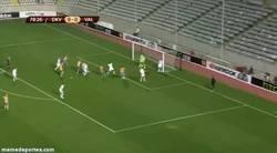 Enlace a GIF: Atención a la inmensa celebración de la grada ante el gol de Vargas al Dinamo Kiev