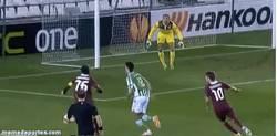 Enlace a GIF: Míralo bien, el Betis ganando en Europa League con este gol de Dídac