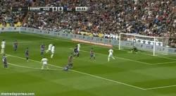 Enlace a GIF: Gol de Illarramendi con el Real Madrid que les da la ventaja. Sí, lo has leído bien