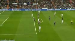 Enlace a GIF: Golazo-Obús de Bale al Elche