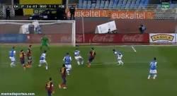 Enlace a GIF: El buen gol de Messi tras una gran jugada, ¿Ya empieza la remontada?